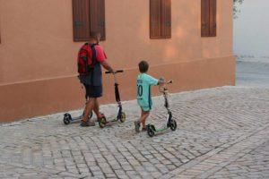 Как выбрать самокат взрослому и ребенку для города