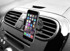 11 лучших держателей для телефона в машину