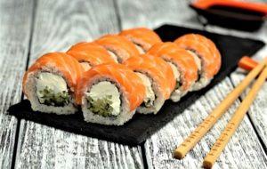 12 лучших доставок суши и роллов в Спб