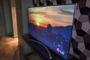 8 лучших 4K-телевизоров с изогнутым экраном
