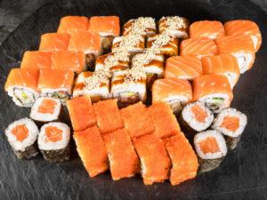 12 лучших доставок суши и роллов в Москве
