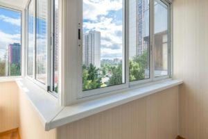 10 лучших фирм по остеклению балконов в Москве