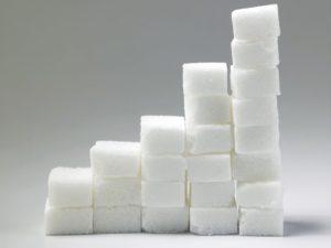 Сравниваем фруктозу и сахар | Важные отличия