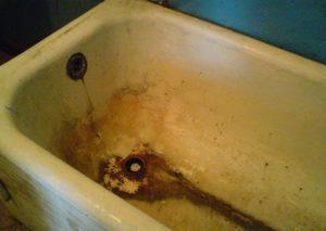 10 лучших способов очистить налёт в ванной
