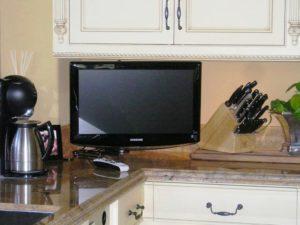 11 лучших телевизоров для кухни