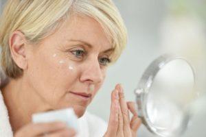 8 лучших рецептов масок для лица после 45 лет