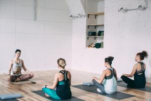 9 лучших студий йоги в Москве